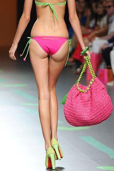 Ágatha Ruiz de la Prada Bag Crochet, Crochet Handbags, Crochet Purses, Chesire Cat, Pool Fashion, Striped Bags, Denim Crafts, Knitted Bags, Shoes