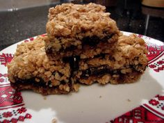 Bars made of: Oats and dates with dried peaches. Instead of butter I used coconut oil. Instead of sugar I used bio honey. And my own: mixed a little bit of ground cinnamon in the upper layer of oats (covering up) ! My Recipes, Sweet Recipes, Dessert Recipes, Favorite Recipes, Healthy Sweet Treats, Yummy Treats, Yummy Food, Holiday Baking, Christmas Baking