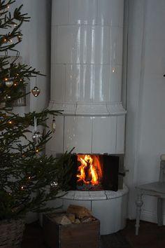i love these fireplaces!!<---Lantliv i Norregård