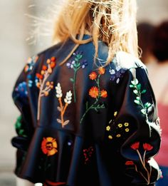 Leather love | Embroidery | Streetstyle | Blonde | Jacket | More on Fashionchick.nl