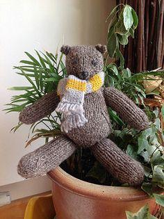 Pattoz, the knitted bear pattern by Annalisa Dione Teddy Bear Knitting Pattern, Knitting Patterns, Crochet Patterns, Paddington Bear, Free Knitting, Free Pattern, Teddy Bears, Stuffed Animals, Ravelry