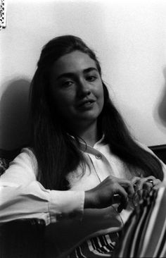 Back in 1969 Life published an article about the graduates of Wellesley College in Massachusetts. One of the students who they interviewed happened to be a young woman by the name of Hillary Bill And Hillary Clinton, Hillary Rodham Clinton, Popular People, Important People, Madam President, American Presidents, American History, Women In History, Just The Way