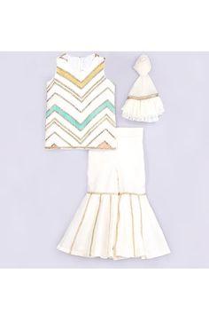 Kids Party Wear Dresses, Kids Dress Wear, Dresses Kids Girl, Baby Girl Dresses, Kids Wear, Baby Girls, Mother Daughter Dresses Matching, Beautiful Pakistani Dresses, White Kurta