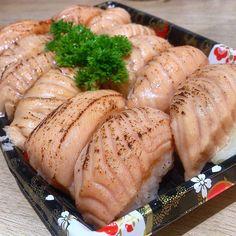 ABURI is the only Sushi I can eat #whichmeansitisnotraw #andidonteatrawsalmon #naeki #naekisushi #ABURI #salmon #sushi #food #japanese #japanesefood by y.tn.y