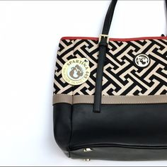 """Spartina Geometric Pattern Tote Bag Classic Spartina bag, new with tags. Red interior with media pockets. Dimensions: 15"""" Wide, 11"""" tall, 5"""" depth. Spartina Bags Totes"""