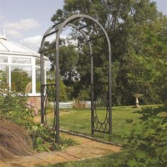 The Rowlinson Wrenbury Round Top Arch boasts a steel construction frame finished in an attractive Gunmetal powder coat, which combined with the lattice detailing on the frame lends to the feel of a bygone era, adding both charm and a touch of class to your garden and by using multiples of the arch can create stunning features such as the rose tunnel illustrated.