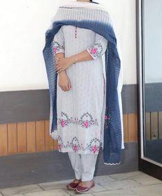 Salwar Designs, Kurta Designs Women, Kurti Designs Party Wear, Embroidery Suits Punjabi, Kurti Embroidery Design, Embroidery Fashion, Indian Embroidery, Flower Embroidery, Embroidery Patterns
