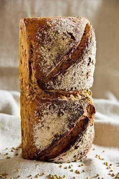 Auf der Walz – Ein Rezept für Alblinsenbrot nach Günther Weber #Brotbackautomat Bread Bun, Bread Rolls, Cooking Bread, Bread Baking, Star Bread, German Bread, Croissants, Rustic Bread, Savoury Baking
