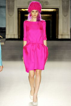 Roksanda Spring 2012 Ready-to-Wear Fashion Show - Charlotte Free
