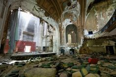 there is little I find creepier than abandoned theaters