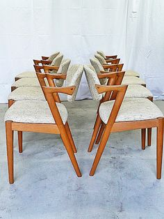 https://i.pinimg.com/236x/8f/14/32/8f14328fd0e4a70f0245ec849c3c85cb--modern-dining-chairs-dining-chair-set.jpg