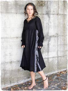 39f833d1b10a Vestito Marcella Ampio  vestito a manica lunga lavorato a mano con filo  doppio e semplice. Disegni Etnici.  modaetnica  ethnicalfashion   alpacaswhool ...