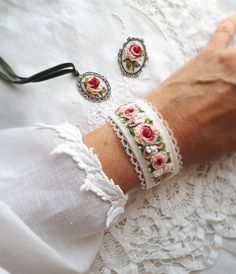 Make Alpha Friendship Bracelets – Craft & Patterns Hand Embroidery Stitches, Silk Ribbon Embroidery, Embroidery Jewelry, Embroidery Techniques, Embroidery Thread, Embroidery Designs, Textile Jewelry, Fabric Jewelry, Diy Broderie