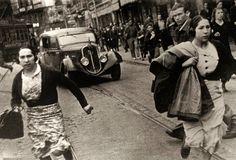 Huyendo de un bombardeo fascista, Bilbao 1937 (Fotografía de Robert Capa) Búscame en el ciclo de la vida: 1355. En el Norte. Bilbao.