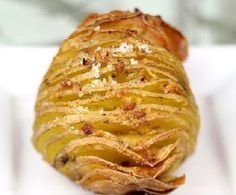 Hasselback potatoes are a variation on roasted potatoes. The potatoes have a crispy outer skin with a delicious, soft inside. The cooking technique isn\'t different from common baked potatoes, Side Dish Recipes, Veggie Recipes, Fall Recipes, Vegetarian Recipes, Potato Recipes, Side Dishes, Hassleback Potatoes, Roasted Potatoes, Seasoned Potatoes