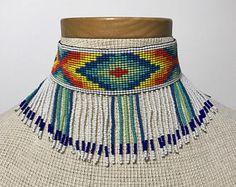 Gargantilla hecha a mano con cuentas Embera