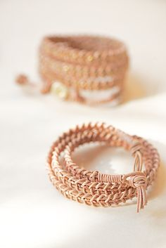 I saw how you guys loved the DIY Rope and Cord Bracelet Tutorials we featured last week. Well, I found another leather wrap bracelet tutorial for you to learn! Beaded Leather Wraps, Braided Leather, Leather Cord, Leather Bracelet Tutorial, Diy Jewelry Projects, Beading Projects, Bracelet Crafts, Creation Couture, Beaded Wrap Bracelets