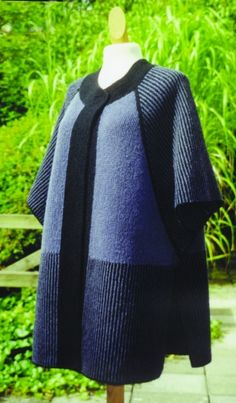 Stylish designer knitting kit from Danish designer Hanne Falkenberg for a cape / waistcoat, knitted in garter stitch. Knitted Coat, Hand Knitted Sweaters, Knitted Shawls, Cable Knitting, Hand Knitting, Cardigan Pattern, Knit Cardigan, Handgestrickte Pullover, Baby Knitting Patterns