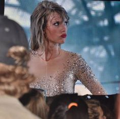 Taylor Swift - 1989 World Tour - bringing back the duck face