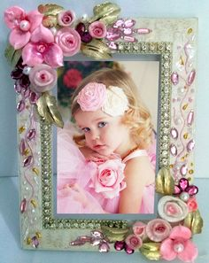 Costume Jewelry Crafts, Vintage Jewelry Crafts, Jewelry Mirror, Jewelry Art, Foto Frame, Ideas Prácticas, Button Art, Do It Yourself Projects, Baby Crafts