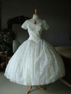Vintage wedding dress bridal gown cocktail length 1950s retro wedding destination dress lace full skirt tea length