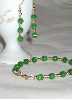 Bracelet and earrings with green cat eyes and by Momentidoro, €35.00