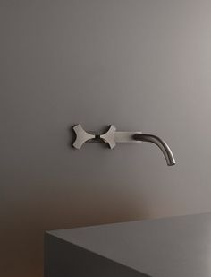 ZIQQ A challenge for CEA: an original idea reinterpreting the classical style in a contemporary key. Thanks to Mario Tessarollo and Daniela Lorato's idea, CEA creates ZIQQ, a top- and wall-mounted double-control tap made in stainless steel AISI 316/L, satin or polish finish.