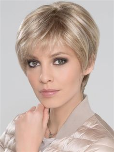 A short, feminine style for the sophisticated woman! Ever Mono by Ellen Wille is part of the Hair Power Collection and is refined and ultra-modern pixie crop that will turn heads wherever you go. The perfect look for day and night. Pixie Cut With Bangs, Short Hair With Bangs, Short Hair Cuts, Short Hair Styles, Dark Blonde Hair Color, Blonde Roots, Ash Blonde, Haircut For Thick Hair, Pixie Haircut