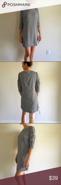 Black&white Geo 3/4 sleeve dress Hi girls!Black and white print dress with small slits up the side. 100% polyester 3% span. Lined and well made. I think this runs a little big..Modeling the extra small. Price firm. Dresses Mini