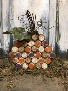 This is a primitive country cork pumpkin. Corks are painted in various fall colors and some are decorated with burlap and homespun material. Wine Cork Letters, Wine Cork Art, Wine Cork Crafts, Halloween Treat Holders, Wine Cork Wreath, October Crafts, Wine Cork Projects, Recycled Wine Corks, Keepsake Crafts