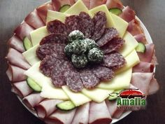 Aperitive reci - idei de platouri aperitive Party Platters, Food Design, Acai Bowl, Sandwiches, Food And Drink, Appetizers, Cheese, Breakfast, Knits