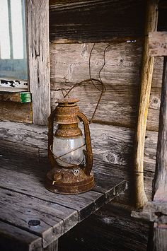 Love old lanterns.and the overall rustic exterior. Old Lanterns, Vintage Lanterns, Hurricane Lanterns, Rustic Charm, Rustic Decor, Country Life, Country Living, Country Chic, Le Far West
