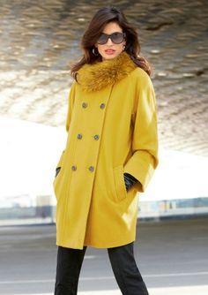 Damesmode, jas nonchalante elegantie, geïnspireerd door de sixties. Kenmerkend voor het bescheiden O-silhouet zijn de twee rijen knopen, Meer http://www.pops-fashion.com/?p=7557