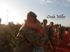 Linda Miller Photography www.lindamillerphotography.com  Coming home ceremony session, what to wear, pose ideas, natural lighting, military, couples reuniting, evening, sunset, summer, fort leonard wood