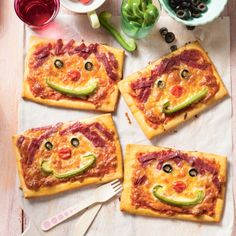 Kinderpizza met salami Productfoto ID Shot Food Decoration, Hip Workout, Good Pizza, High Tea, Pizza Party, Vegetable Pizza, Kids Meals, Zucchini, Food And Drink