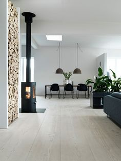 Love the open fire and built in fire wood to the walll at beauty and simplicity