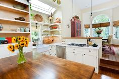 10 Gorgeous Examples of a Feng Shui Kitchen Design Beautiful Kitchens, Cool Kitchens, Interior Styling, Interior Decorating, Feng Shui Tips, Open Plan Kitchen, Kitchen Ideas, Küchen Design, Small Living