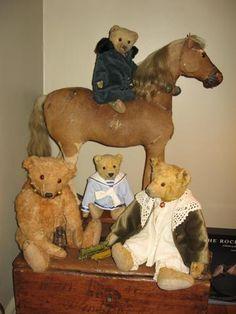 Steiff and Friends Sue Howard – Grandma's Teddies Old Teddy Bears, Antique Teddy Bears, Steiff Teddy Bear, Teddy Bear Cartoon, Teddy Bear Party, We Bear, Pooh Bear, Fabric Animals, Felt Animals