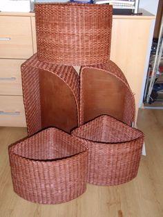 ...košíky pletené z papírových ruliček...