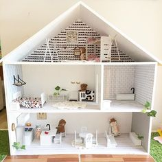 I'm so excited to be getting this @trescollective doll house for Ivy's birthday and hope to decorate it as amazing as Holly has. Can anyone share some ideas or accounts that make doll house furniture and decor? Thanks!! #frankiegusti #soycandles #melbourne #dollhouse