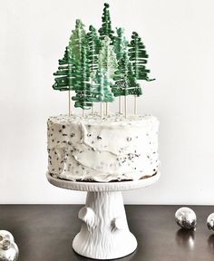 I love this pine tree cake topper!