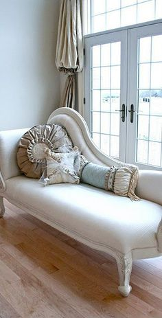 I desperately need a white fainting couch with ruched pillows, really I do... #home #decor