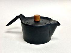 南部鉄器 鉄瓶 スワローポット 0.6L 次回再販1月下旬予定 | NANBUTEKKI OITOMI SHOP