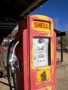 Old-time Shell gas pump at the colorful ghost town of Chloride, AZ Old Gas Pumps, Vintage Gas Pumps, Pompe A Essence, Filling Station, Shell Station, Retro, Old Gas Stations, Texaco, Old Signs