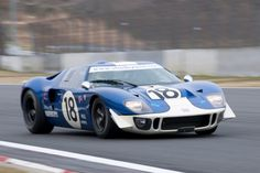 Superformance GT40 R cars racing in Japan