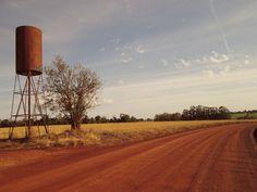 Velha caixa d'água na beira da estrada, interior de Alegria RS