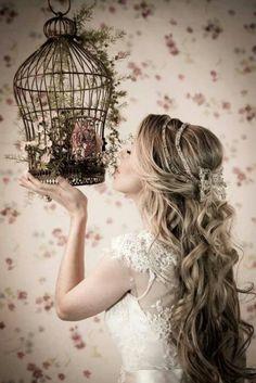 Para as noivinhas lindas e românticas que querem seu cabelo mais solto no grande dia. Achei meigo ao quadrado!!!