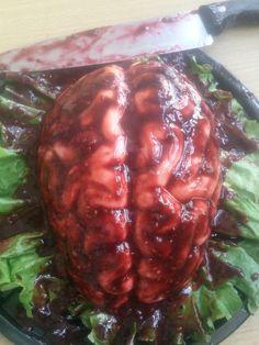 gelatina en forma de cerebro con salsa de frambuesa