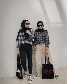 Hijab ootd inspiration for teenager. Monochrome theme Source by regitach_ Hijab ootd inspiration for teenager. Monochrome theme Source by regitach_ outfits hijab Hijab Casual, Ootd Hijab, Hijab Chic, Casual Outfits, Women's Casual, Modern Hijab Fashion, Street Hijab Fashion, Hijab Fashion Inspiration, Muslim Fashion