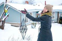 Maypop Magazine » » Näin teet himmelin pilleistä Christmas Diy, Christmas Decorations, Handmade Ornaments, Winter Hats, Diy Crafts, Magazine, Straws, Finland, Heavens